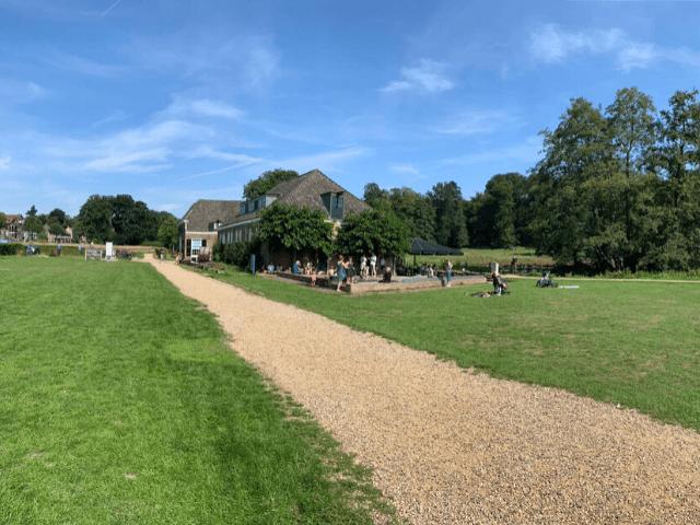 vergaderen in park sonsbeek