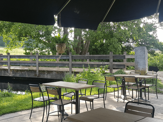 terras grand cafe aan de beek